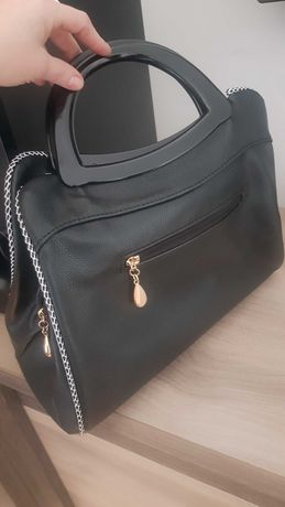 Czarna torebka z kokarda