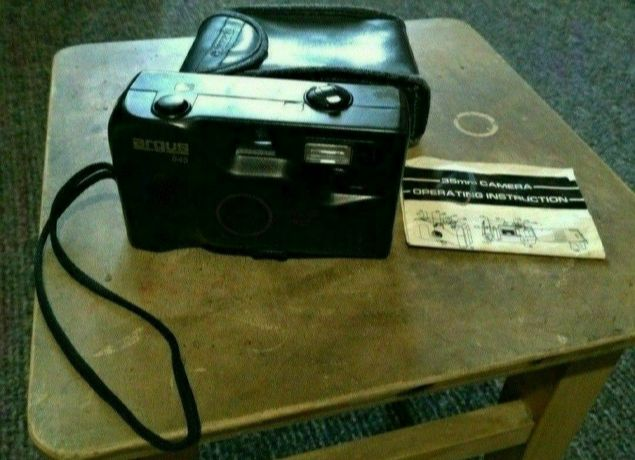Фотоаппарат плёночный Argus-545.)