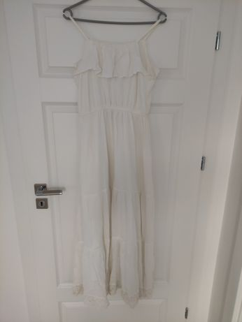 Biala długa sukienka z koronką
