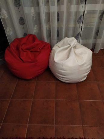 Dois Puffs - Vermelho e Branco