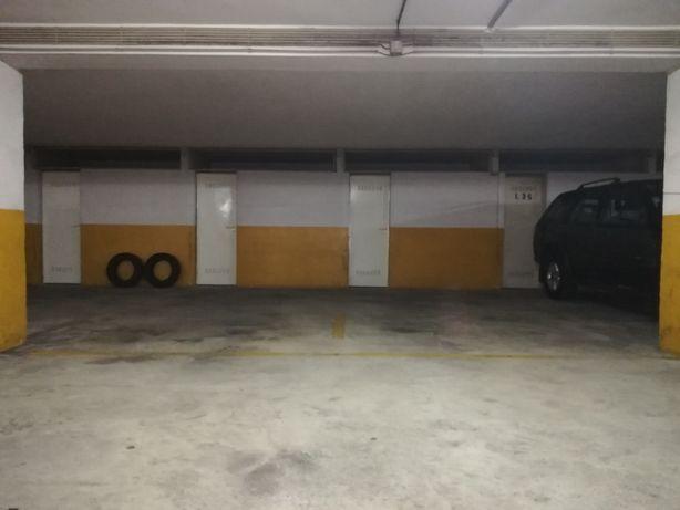 Aparcamentos, Lugares de Garagem com Arrumos