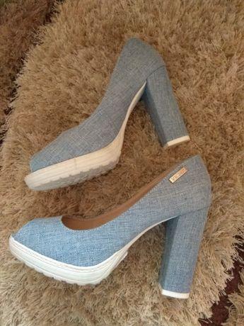 Buty VICES 38 sandałki na klocku słupku odsłoniętymi palcami jeansowe