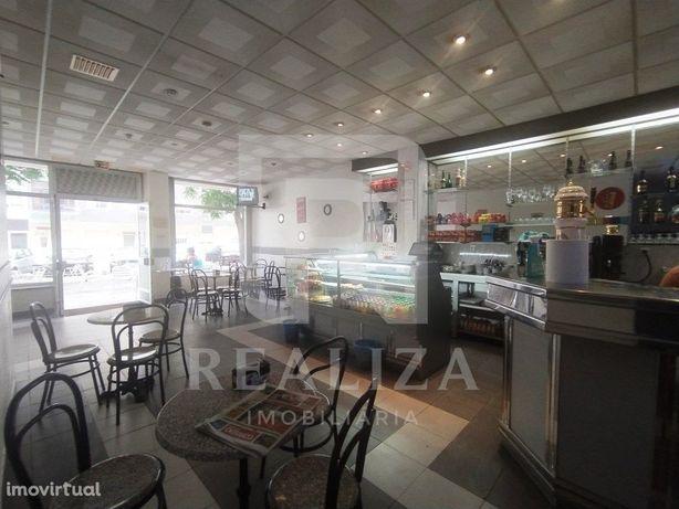 Café para trespasse no centro da Torre da Marinha