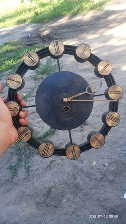 Продам старые часы.