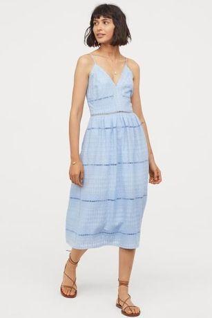 Нарядное брендовое голубое платье миди -кружевное,с прошвой