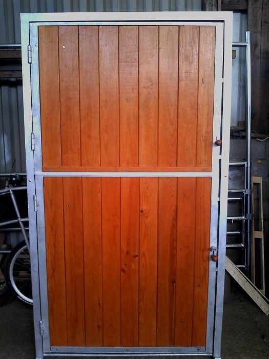 Porta de Box para cavalos para aplicação em alvenaria