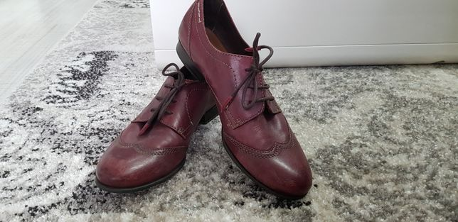 Bordowe skórzane buty eleganckie Tamaris