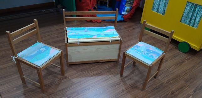 Bau e cadeiras crianças
