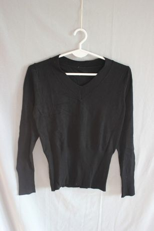 Czarny sweter z dekoltem w serek 50% kaszmir 45% wiskoza vintage retro