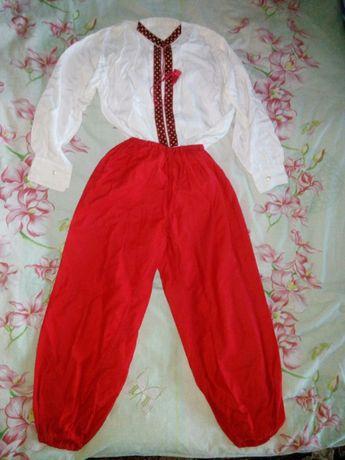Національний костюм для хлопчика 7-10 років: вишита сорочка+шаровари.