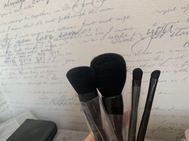 Sephora румяна; помадка для бровей Nyx; кисти для макияжа Mary Kay