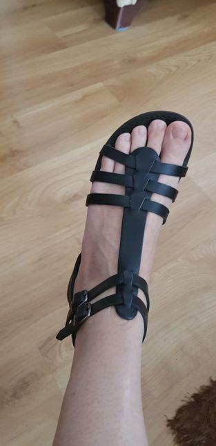 Sandałki ze skóry