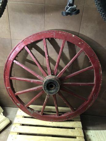 Roda de coche em ferro e Madeira