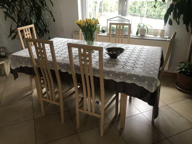 Drewniany, rozkładany stół nawet na 10 osób