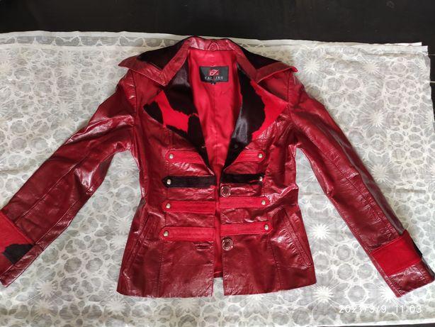 Куртка красная с воротником