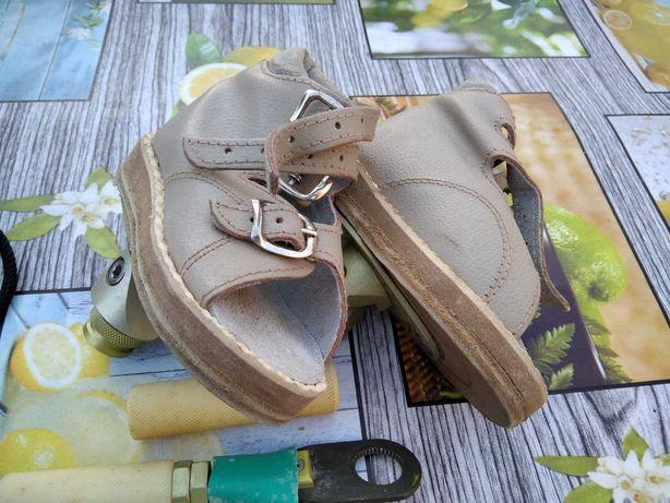 Брейси, взуття для виправлення косолапості у дітей