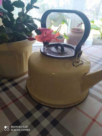 Большой винтажный чайник эмаль три литра