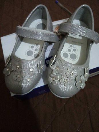 Sapatos novos c caixa 26 chicco