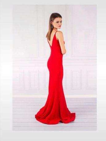 Czerwona suknia syrenka z trenem odkryte plecy lou
