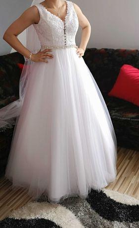 Suknia ślubna (tiulowa)