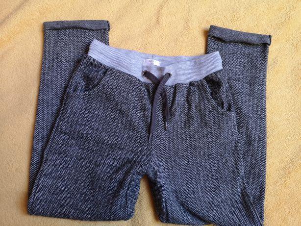 Spodnie w jodełkę dla chłopca R122