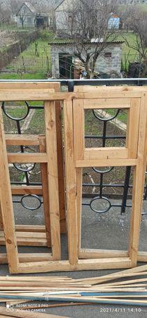 Продаются окна деревянные ,дверь ,плинтуса и штапики