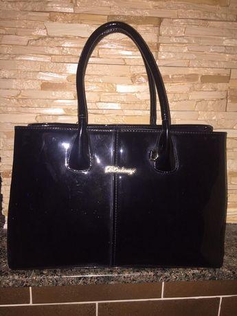 Шикарная стильная лаковая сумка