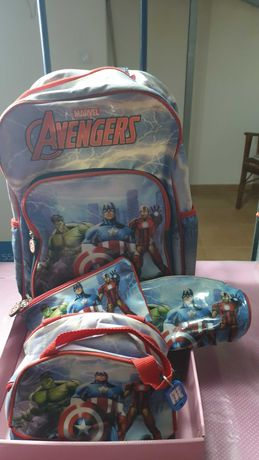 Mochila troller, lancheira e 2 estojos dos Avengers (Marvel)