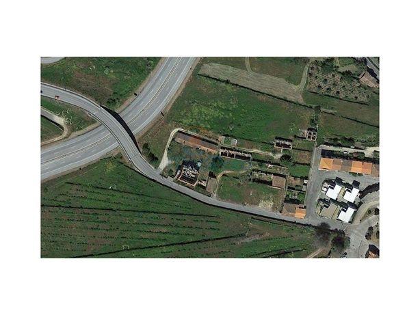 Lote de terreno com 217.60M2 em Gouveia.