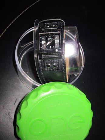 Relógio One - Morangos com Açucar - em Pele