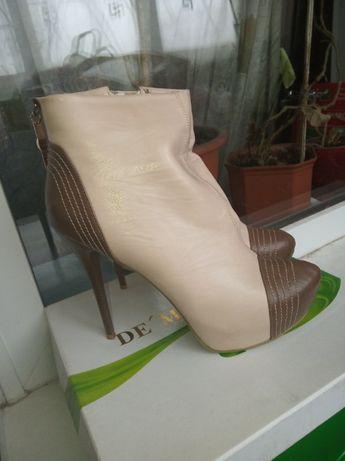 Продам женские туфли осень весна / ботильоны в отличном состоянии