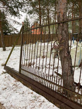 Brama wjazdowa kuta stalowa otwierana zdalnie i furtka