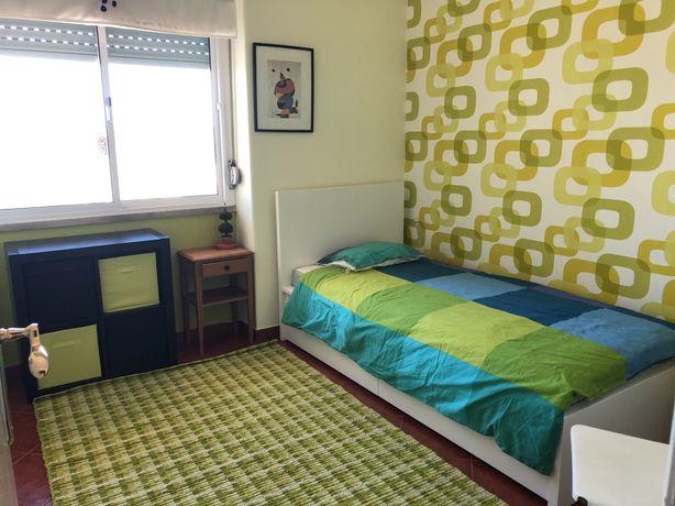 Suite individual com wc e closet no Lumiar
