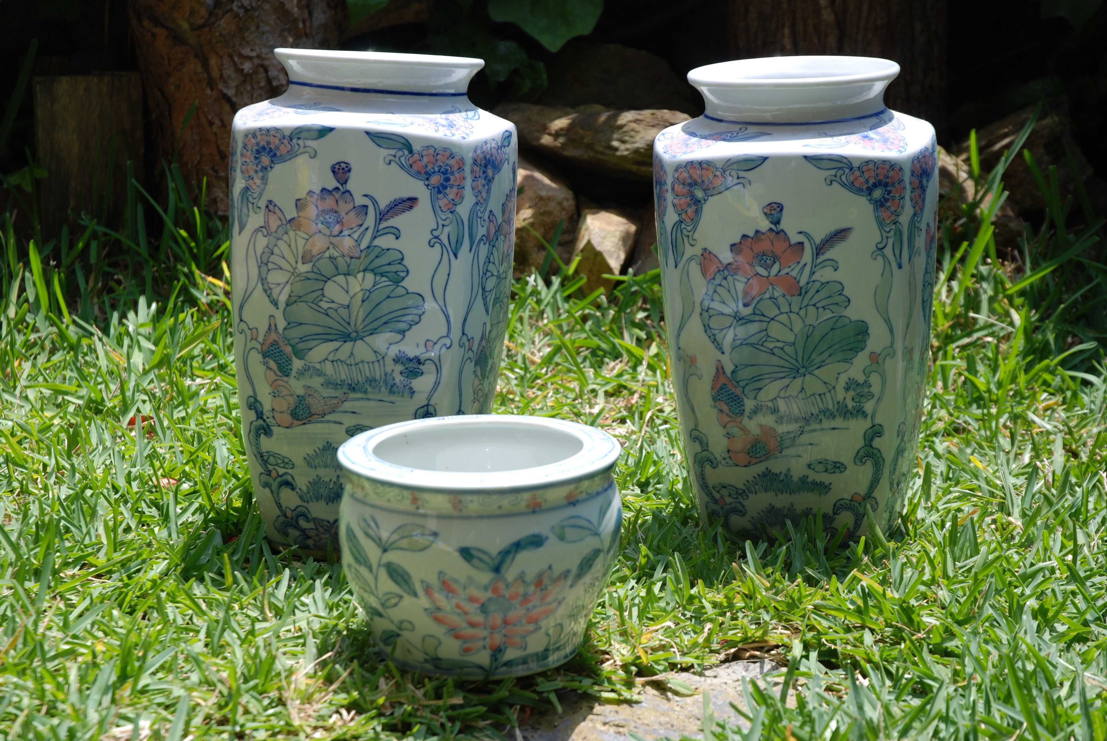 Par de jarrões e cachepot porcelana de Macau