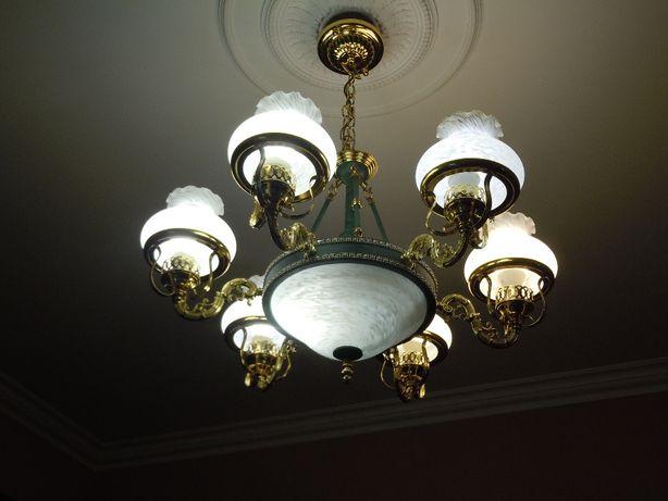 Элегантная люстра в классическом стиле