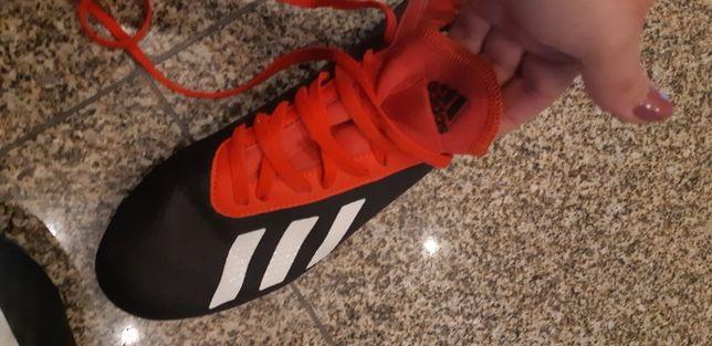 chuteiras Adidas. tamanho 38