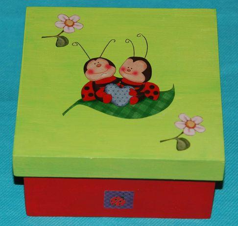 Caixa Joaninha em madeira pintada à mão com decoupage (nova)