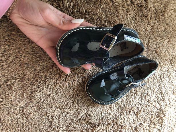Красиві черевички на хлопчика