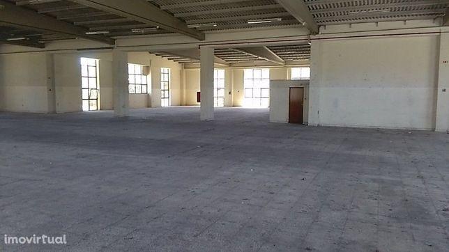 Armazém para venda na Serra das Minas - Rio de Mouro - Sintra
