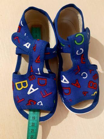 Продам тапочки-сандалии