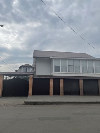 Два дома в одном дворе(Варваровка)