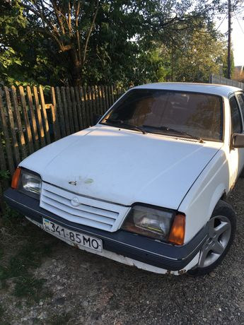 Opel ascona C на боєвому ходу