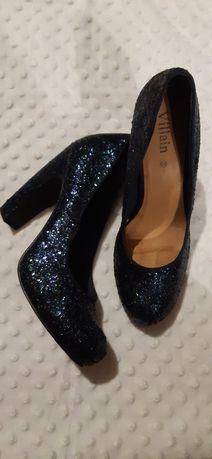 Оригінальні яскраві сяючі туфлі