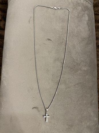 Себебряная цепочка с крестиком