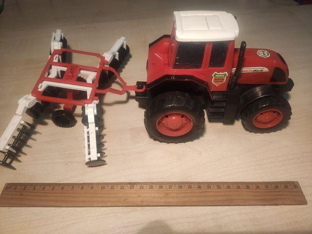 Трактор игрушечный. Сеялка