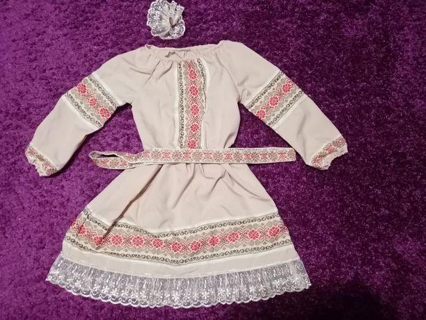 Продам вишиту сукню на дівчинку