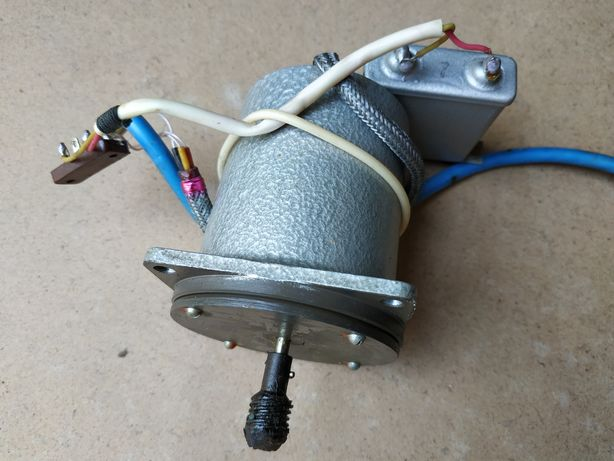 Моторчик 220 вольт.