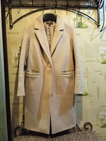 Пальто цвета кемел