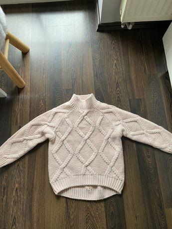 Sweterek reserved stan jak nowy roz122