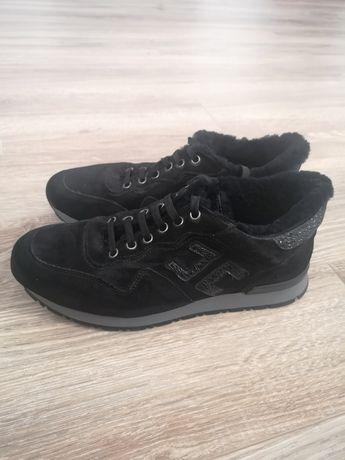 Продам натуральные зимние кроссовки